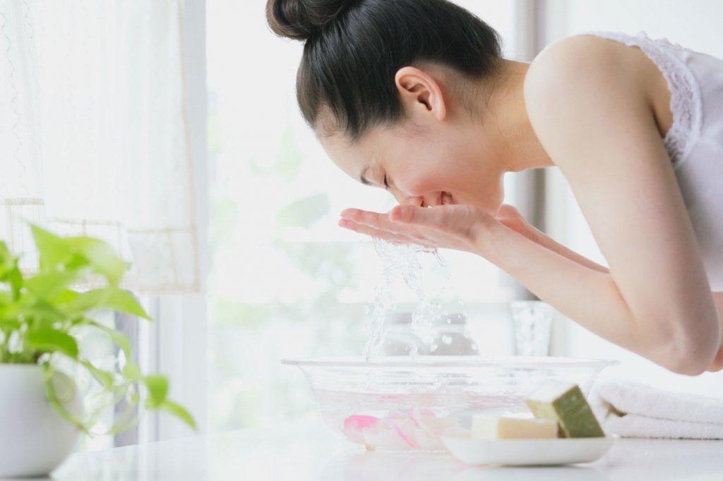 Rửa mặt giữ da luôn sạch sẽ